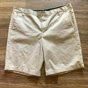TILLYS BLUE CROWN CHINO SHORTS SIZE 40